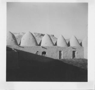 """<bdi class=""""metadata-value"""">Abou al-Fawares, photographie d'ambiance, cour de ferme</bdi>"""